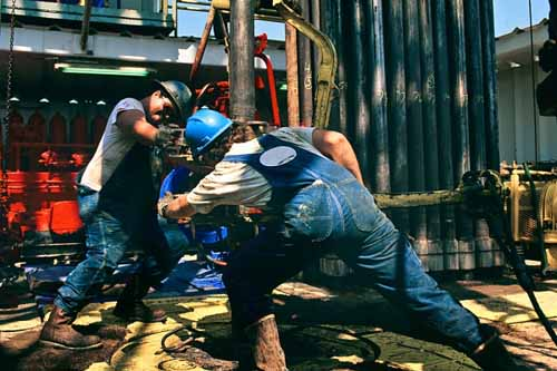 Oil riggers get dirty but make good pay